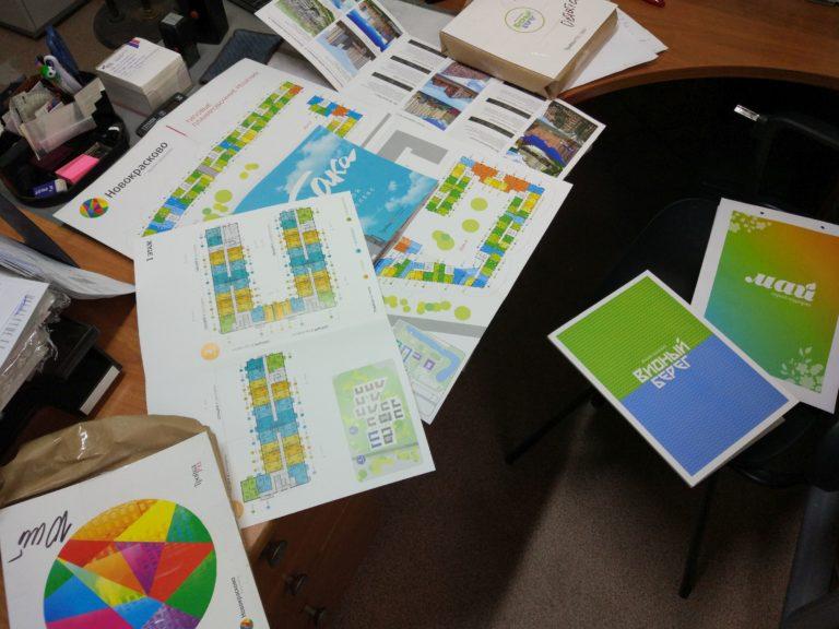 Полиграфия.Брошюры на скрепку с выборочным УФ лаком,буклеты,папки,пакеты